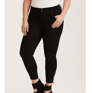 ✨torrid stiletto zip jegging - black wash✨